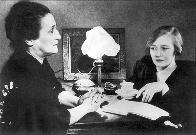 Анна Ахматова и Ольга Берггольц. 1947 год