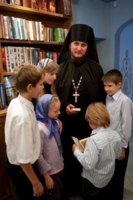 о. Пахомий с учениками воскресной школы