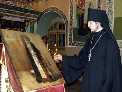 Осмотр иконы Преподобного Серафима Саровского после реставрации