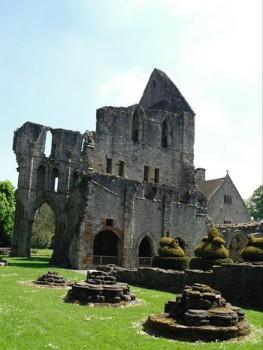 Мач-Уэнлок, Шропшир, руины монастыря св. Мильбурги