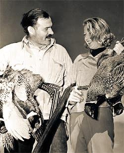 Эрнест с Мартой Геллхорн во время охоты на фазанов в Солнечной долине. 1940 год