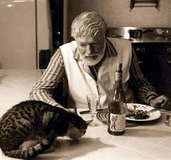 За ужином с котом — Большим Мальчиком Петтерсоном. Дом писателя в Кетчуме, штат Айдахо. 1959 год