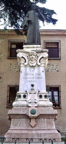 Памятник Лопе де Вега в Мадриде