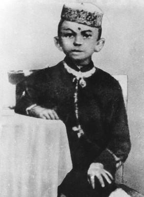 Молодой Ганди, в возрасте 7 лет, в 1876 году