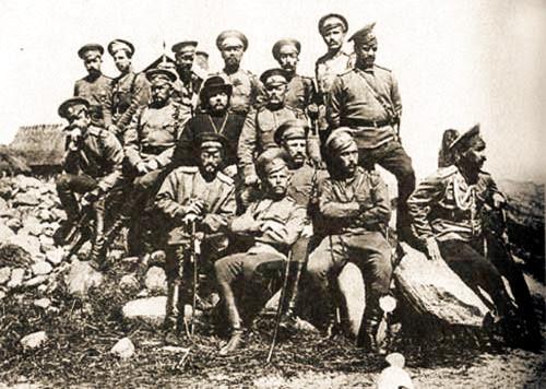 Офицеры-казаки с полковым священником Русецким