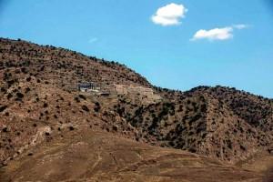 Станет ли надежным убежищем этот похожий на крепость монастырь?