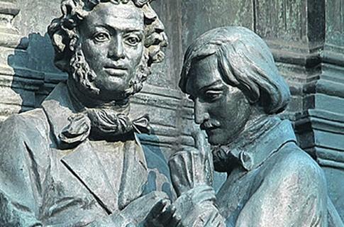 Пушкин и Гоголь. Фрагмент памятника Тысячелетию России