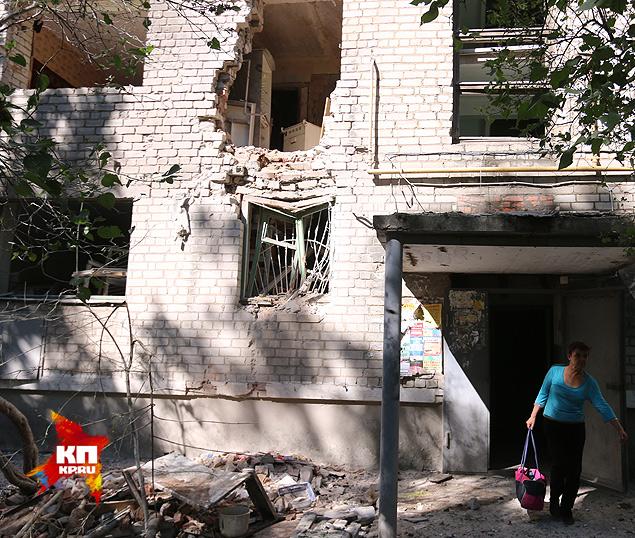 Снаряд угодил в этот дом на улице Ленина