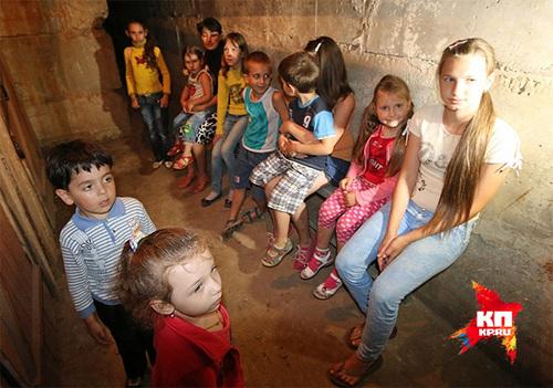 Дети Славянска вынуждены были проводить ночь за ночью в подвалах, прячась от мин и снарядов