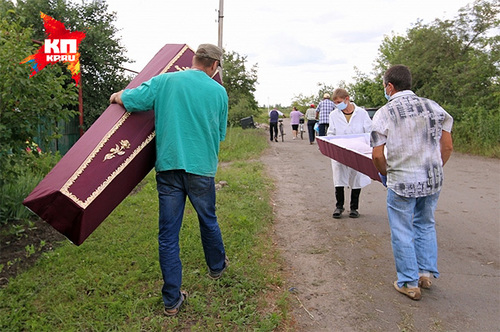 Городской морг в Славянске не работал, поэтому погибших приходилось под пулями хоронить в тот же день