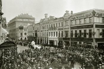 Траурная процессия на Кузнецком мосту во время похорон писателя Антона Павловича Чехова. 1904 год.