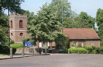 Церковь Пресвятой Богородицы в Теддингтоне, Большой Лондон, где захоронен Томас Трахерн