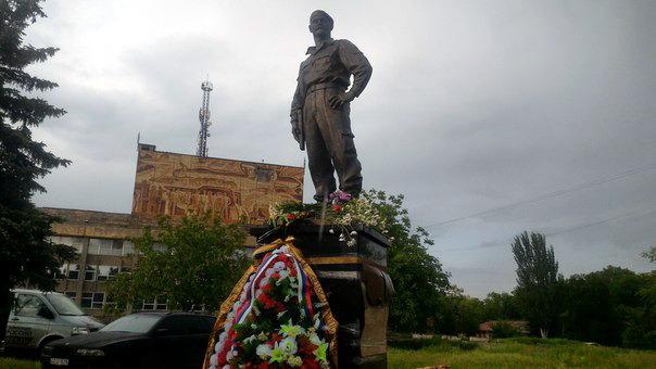 Памятник Алексею Мозговому в Алчевске