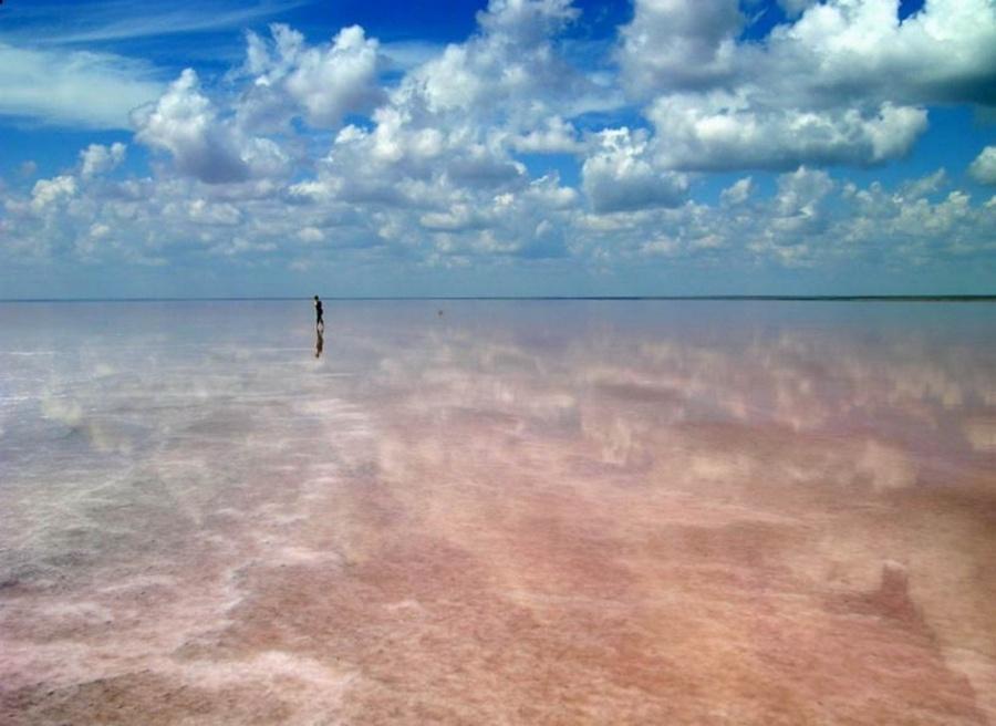 Эльтон — крупнейшее соленое озеро в России