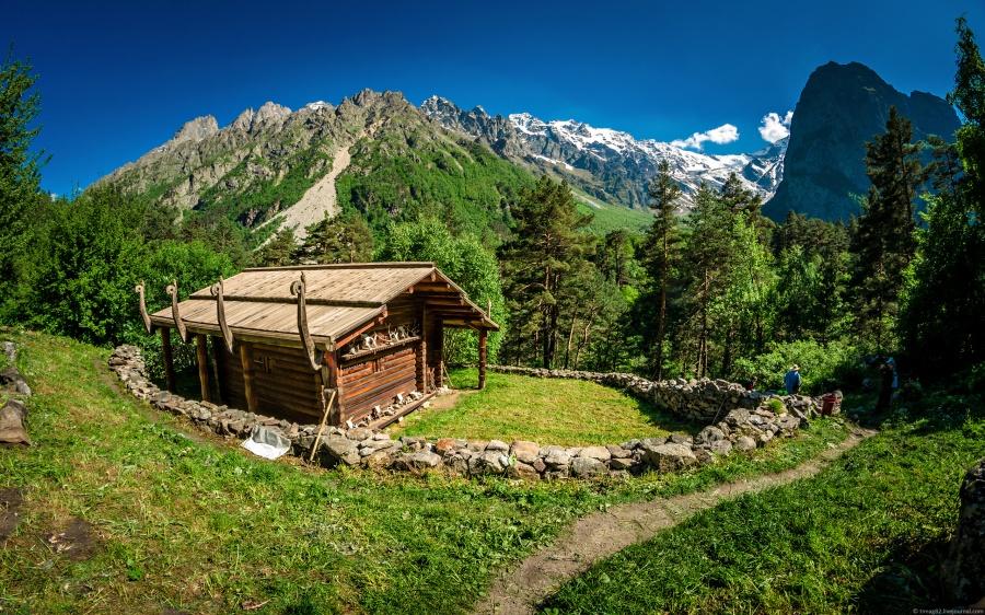 Цейское ущелье на северных склонах Центрального Кавказа