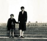 Марина Цветаева с сыном Георгием. Версаль