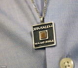 Нанобиблия на медальоне
