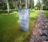 Зато немецкое кладбище убрано с немецкой занудностью