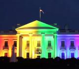 Белый дом был подсвечен цветами радуги