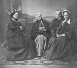 Сергей Петрович Алферьев, Мария Петровна Лескова (слева) с матерью (в центре) и сестрой