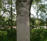 На Волковском кладбище