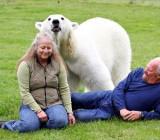 С медведицей Эги