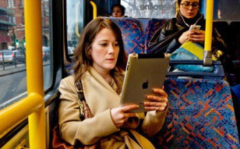 Электронные книги появятся в московском наземном транспорте