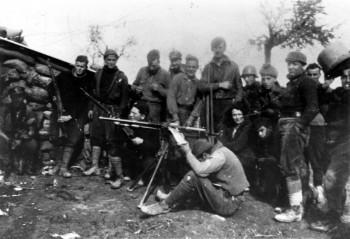 Оруэлл с членами интербригады в Испании, 1937 г.