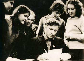 Писатель Василь Быков и его читатели