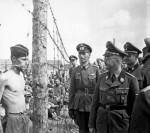 Генрих Гиммлер инспектирует лагерь для советских военнопленных  Рейхсфюрер СС, один из главных политических деятелей Германии Генрих Гиммлер инспектирует лагерь для советских военнопленных