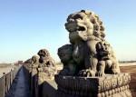 Каменные львы