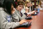 Школьники за планшетами